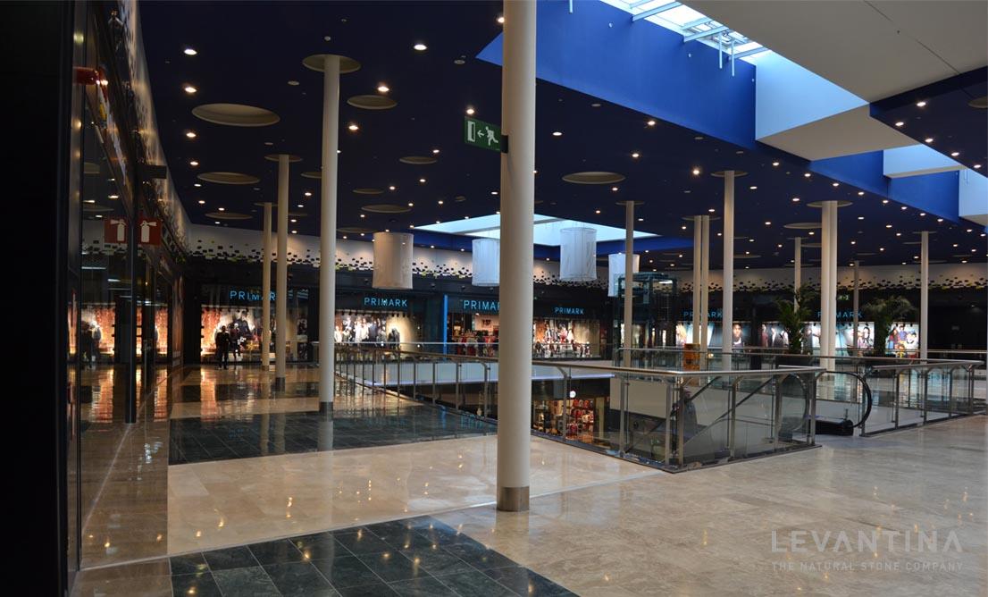 Combinaci n de m rmoles en pavimento de centro comercial - Pavimentos de piedra natural ...